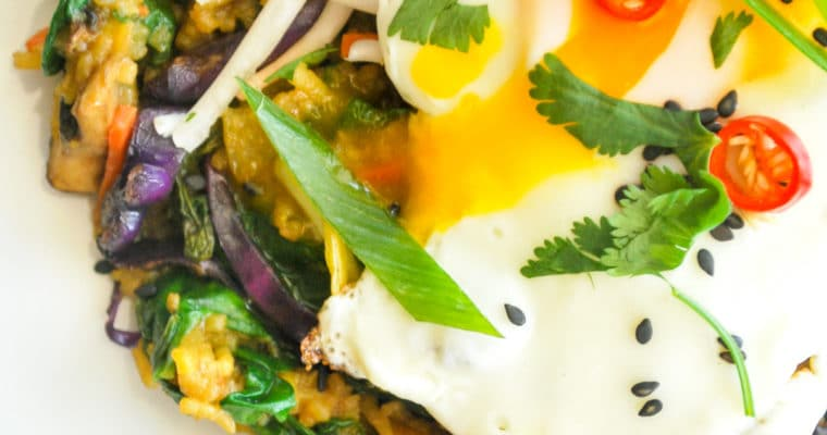 Nasi Goreng - Indonesian Fried Rice. A fragrant bowl of rice, vegetables and spices that is healthy and easy to make at home. #vegetarian #indonesian #nasi goreng #rice #egg #easy #healthy recipes #weeknight meal #recipe #nederlands