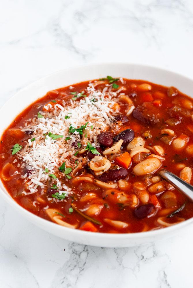 a bowl of pasta fagio9le