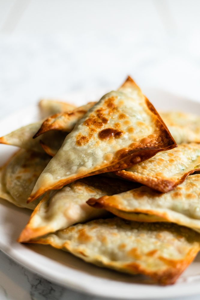A plate of freshly baked samosas.